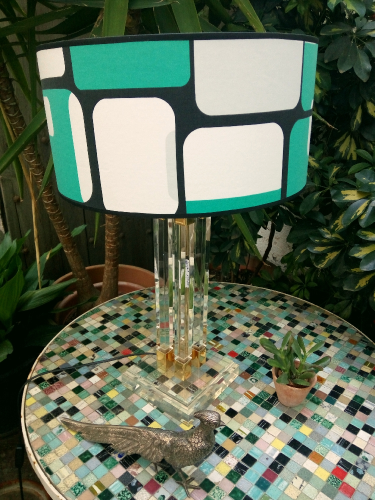 Methacrylate lamp