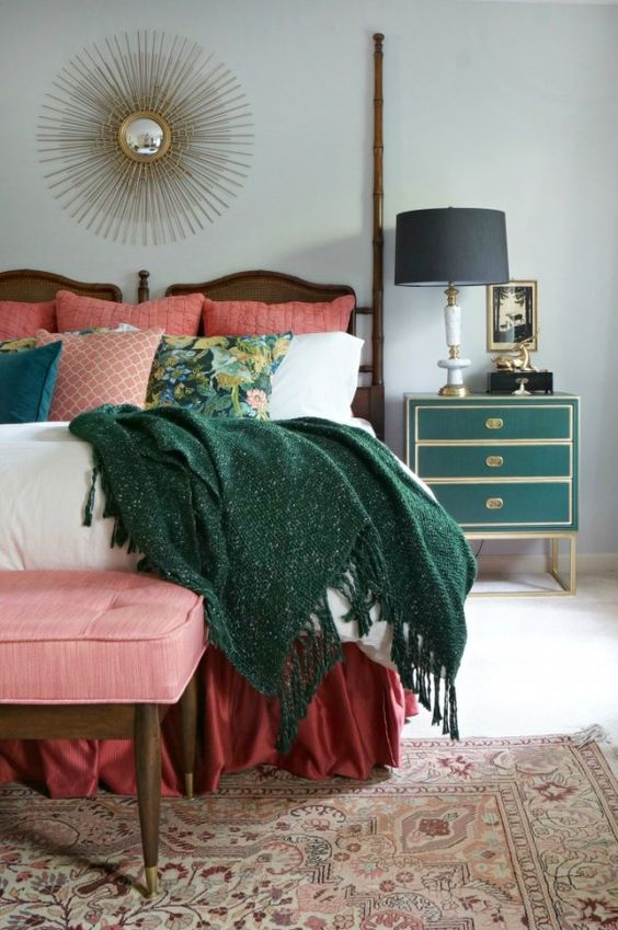 Digging emerald green interiors colour your casa for Emerald green bedroom ideas