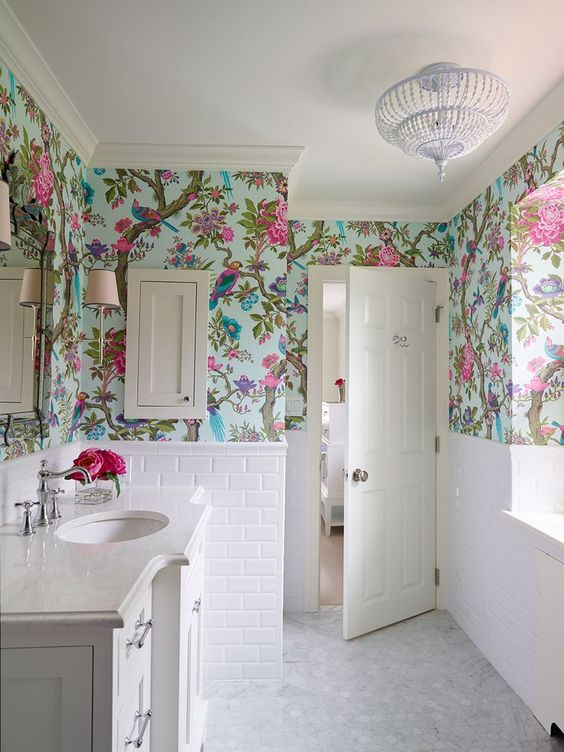 Chinoiserie wallpaper bathroom