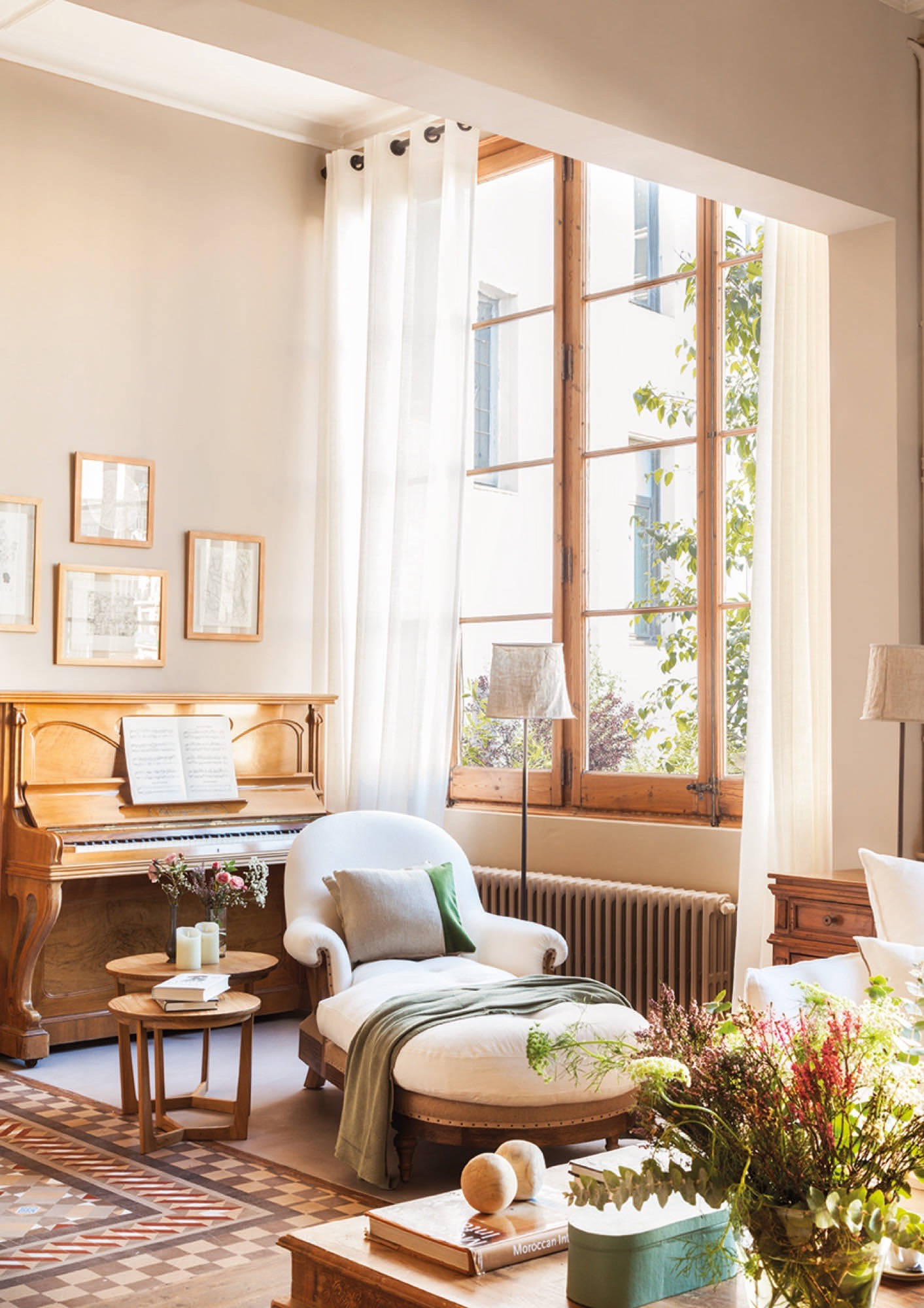 Beautiful Barcelona flat packed with wooden furniture and details - dining room with piano and chaise longue