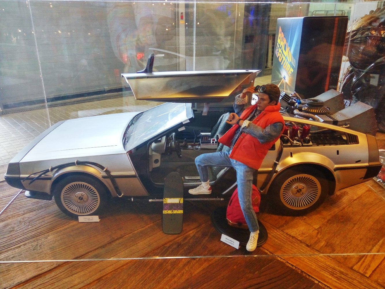 Back to the future Delorian 1/6th scale