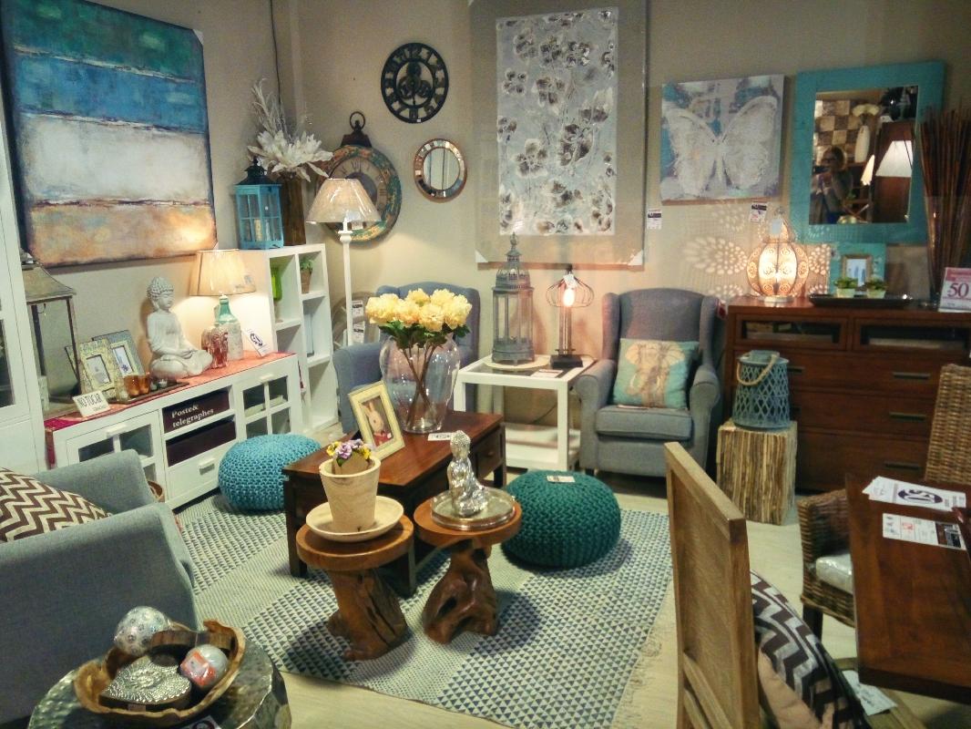 Banak Importa shop on Carrer Rossellon