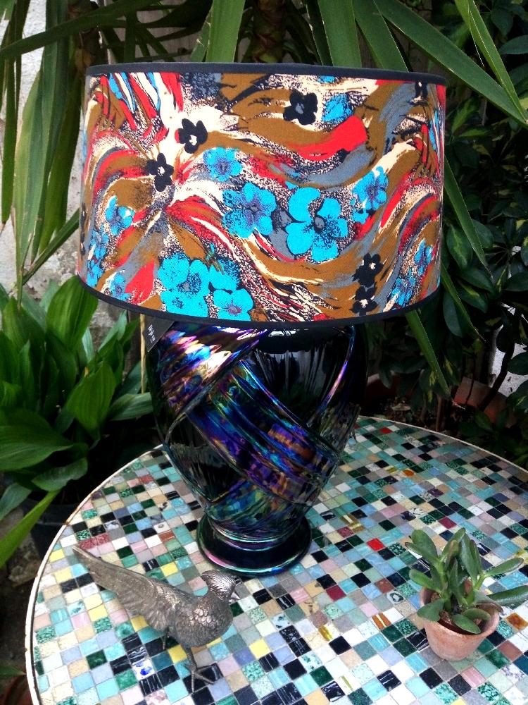 Black iridiscent lamp
