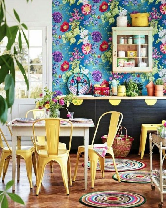 Statement wallpaper on a bohemian kitchen