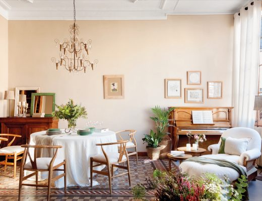 Beautiful Barcelona flat packed with wooden furniture and details - dining room with piano