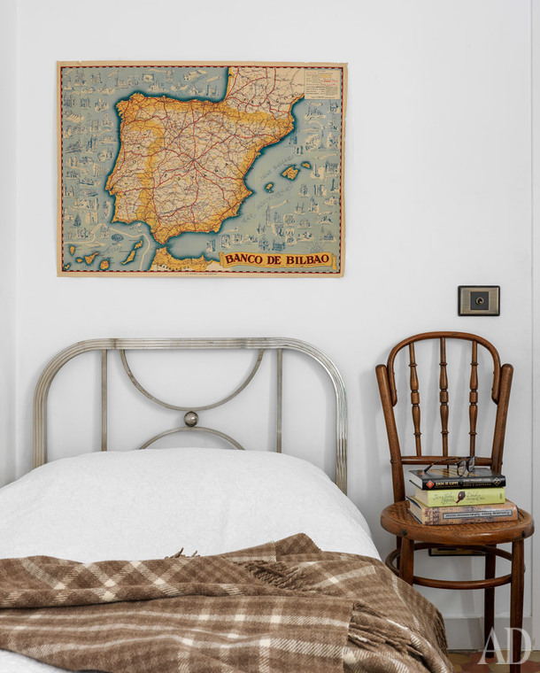 Valencia home tour: vintage bed in children's room
