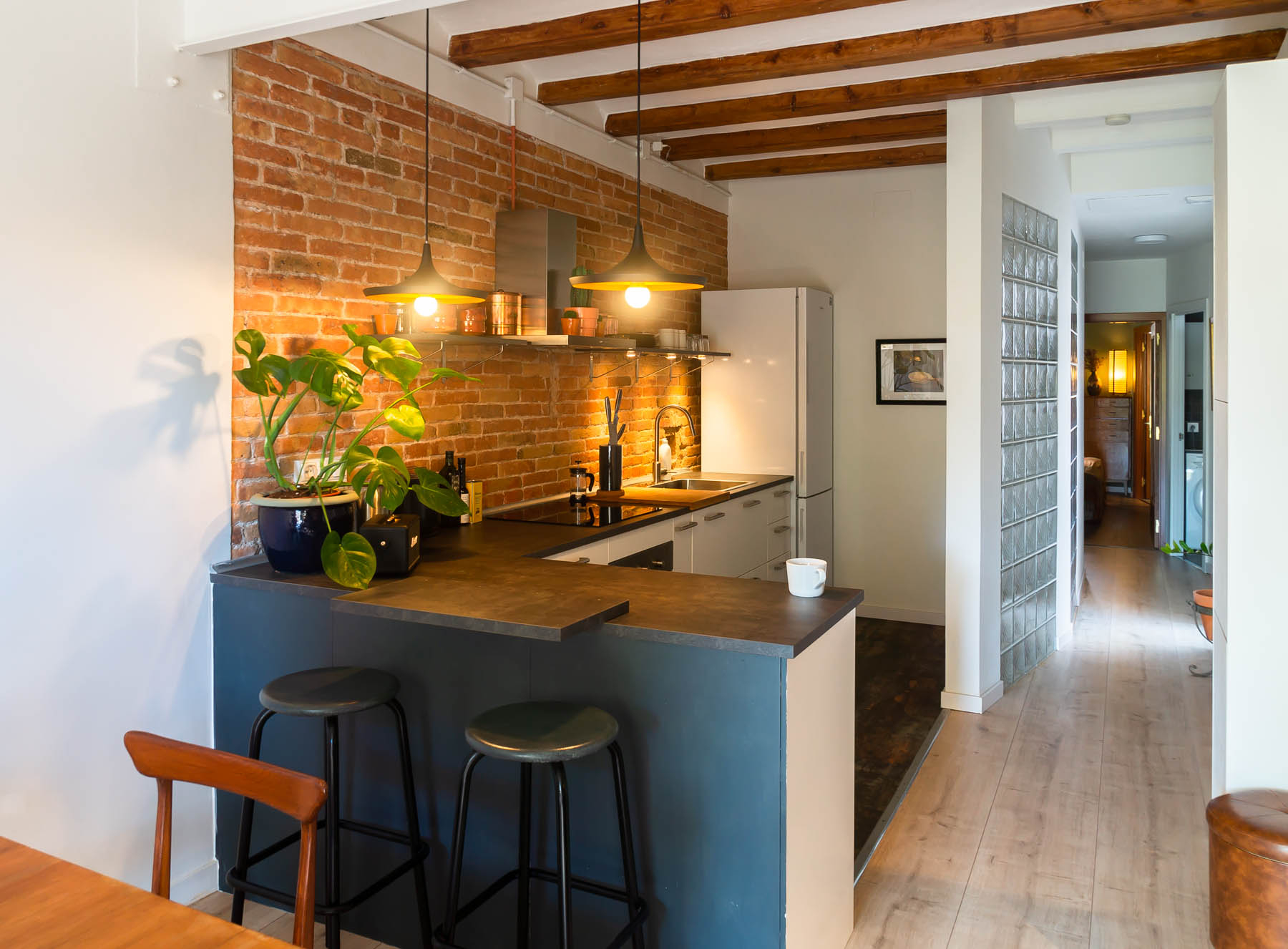 Barcelona home tour: New-York style open kitchen with beamed ceilings - traditional Catalan design element