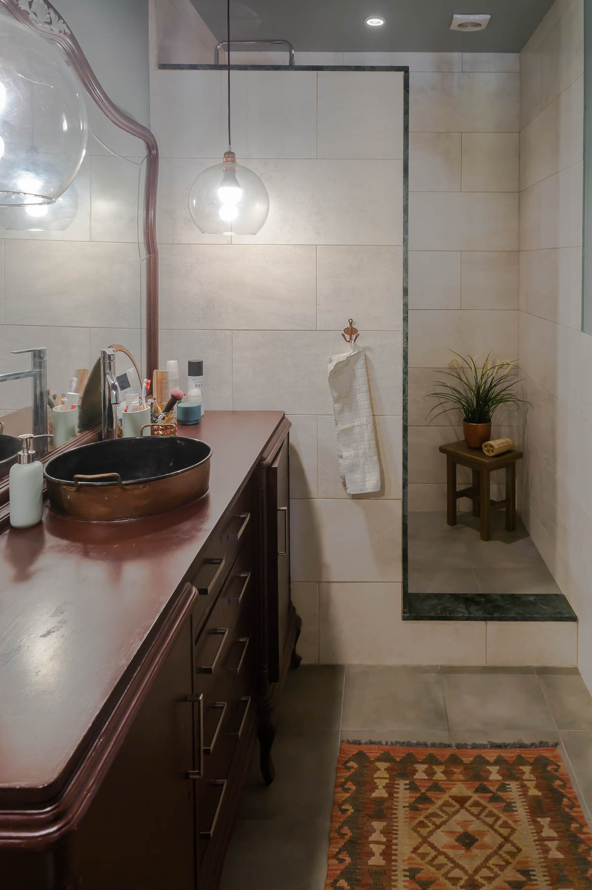 Barcelona home tour: ensuite bathroom with recycled vanity
