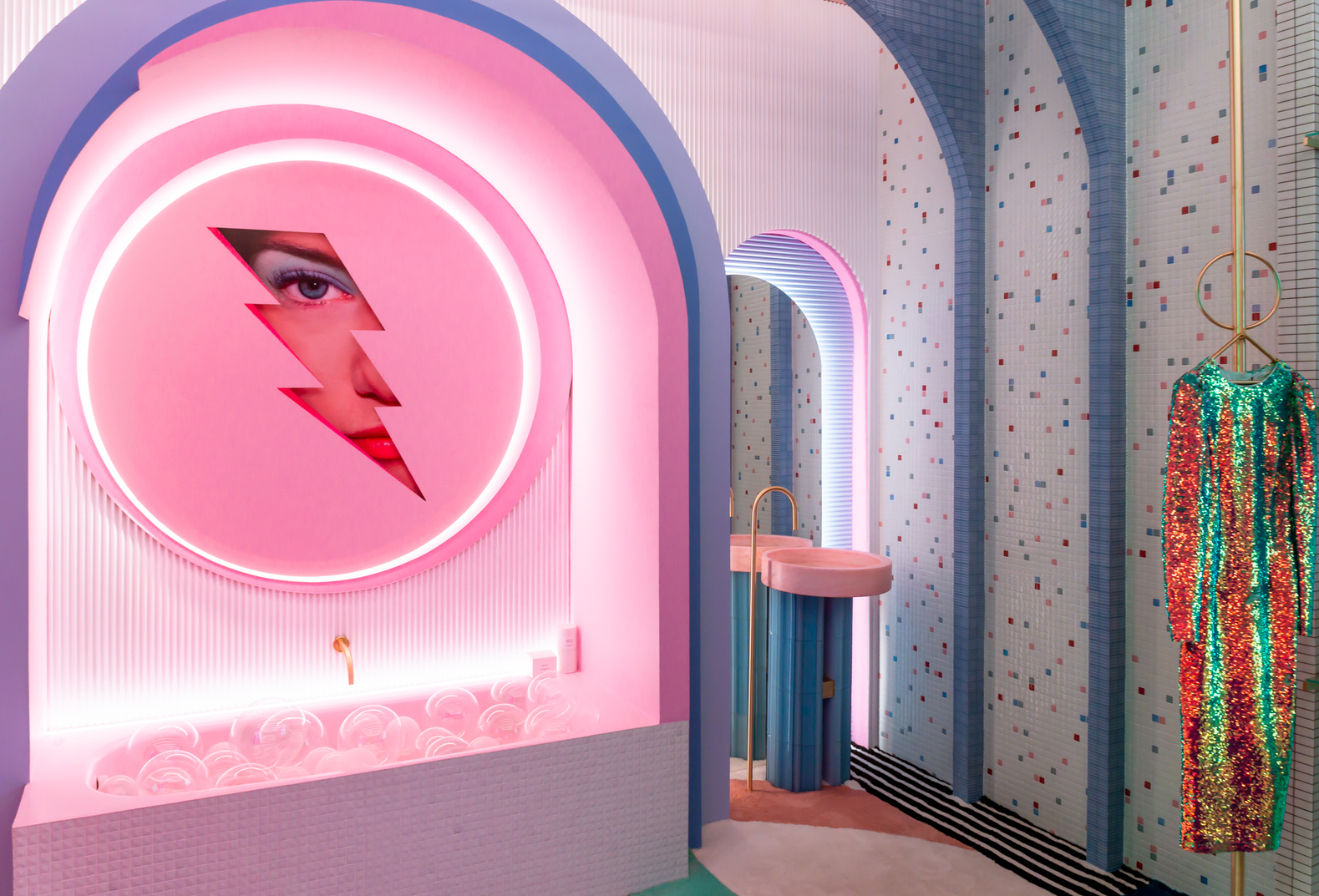 Wonder Galaxy dressing room by Patricia Bustos at Casa Decor 2019