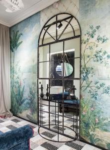 Casa Decor 2019 bathroom by Blanca Hevia - mural with framed mirror