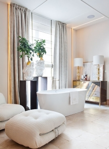 Italian style bathroom by AS Interiorista at Casa Decor 2019