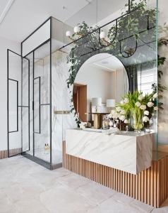 Italian Terme style bathroom designed by AS Interiorista at Casa Decor 2019