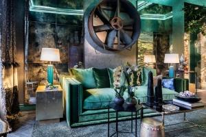 etit Boudoir green bathroom designed by Fran Cassinello at Casa Decor 2019
