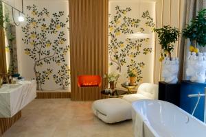 Italian Terme style bathroom by AS Interiorista at Casa Decor 2019