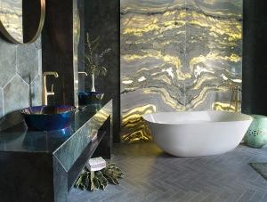 Petit Boudoir bathroom designed by Fran Cassinello at Casa Decor 2019