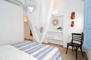 House tour: old fisherman's house in Sitges: master bedroom