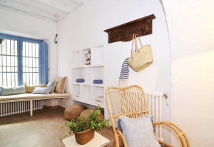 House tour: old fisherman's house in Sitges: entryway