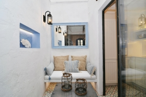 House tour: old fisherman's house in Sitges - sitting area in the internal courtyard