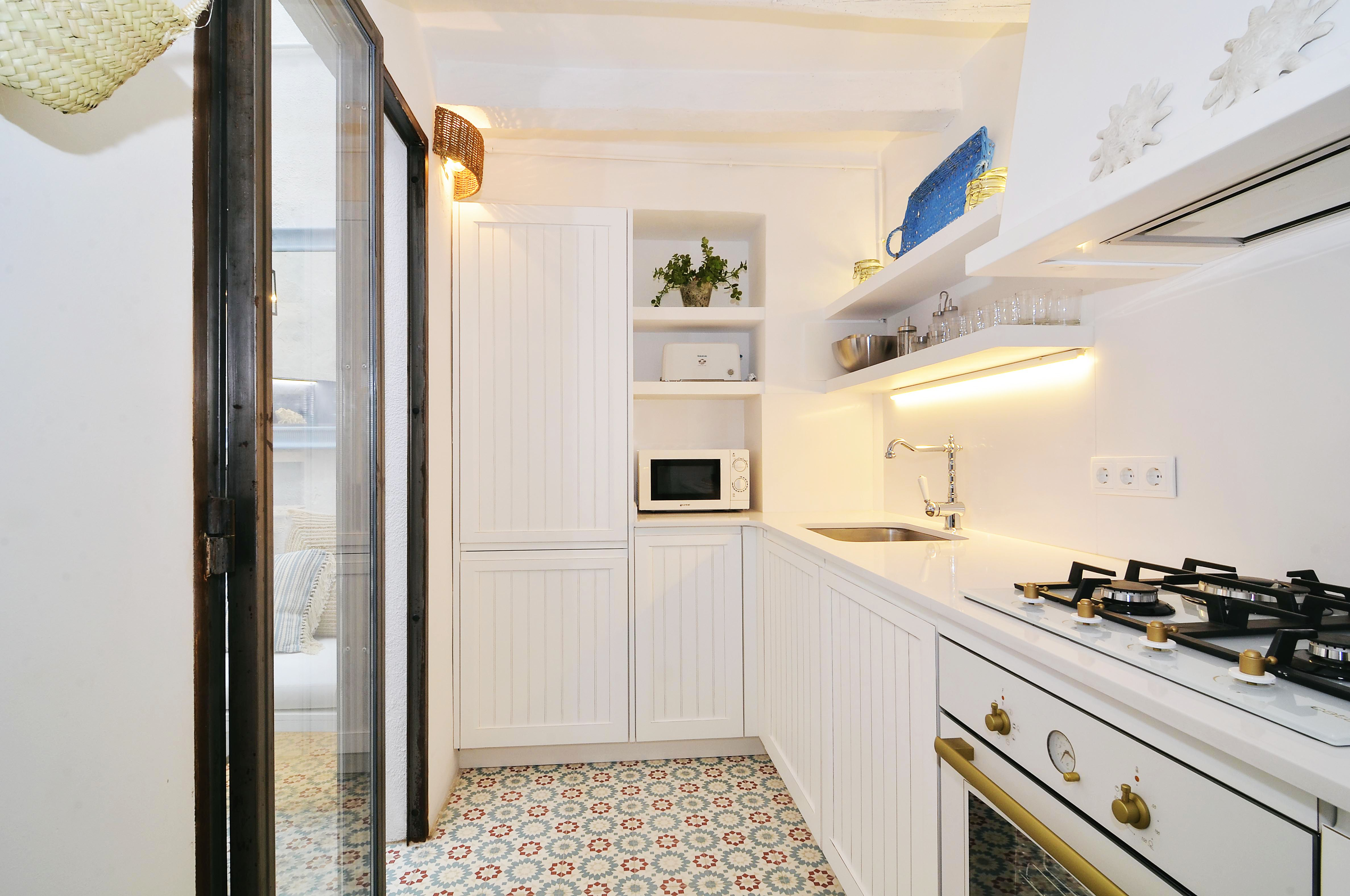 House tour: old fisherman's house in Sitges: white kitchen with tile floor