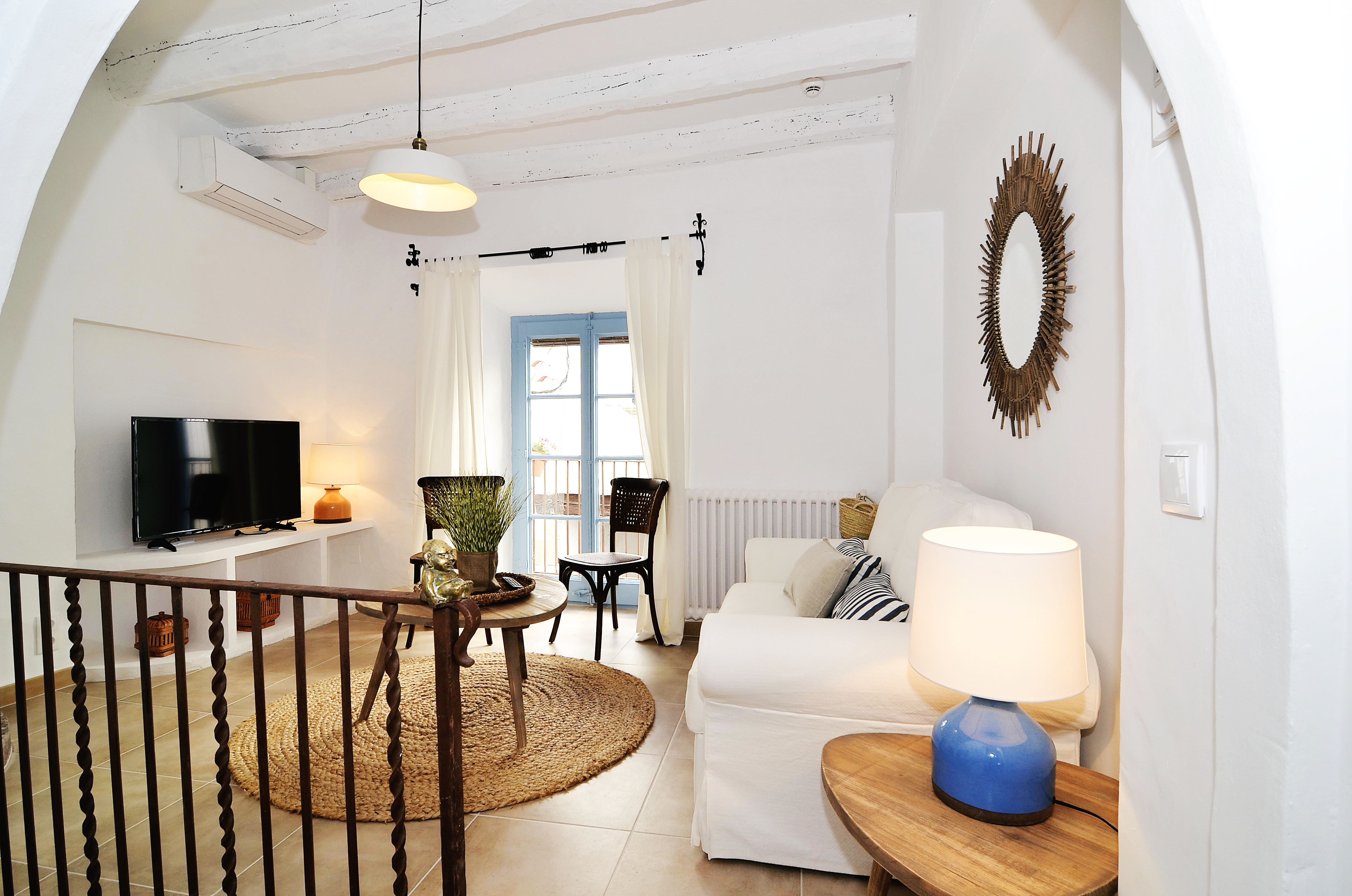 House tour: old fisherman's house in Sitges: sitting room