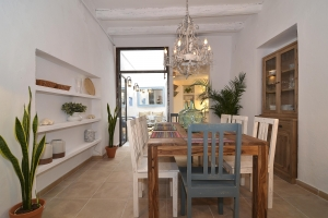 House tour: old fisherman's house in Sitges - dining room