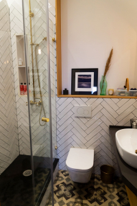 Gemma home tour Barcelona en-suite bathroom