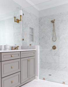 Bathroom trends: Marble monochrome