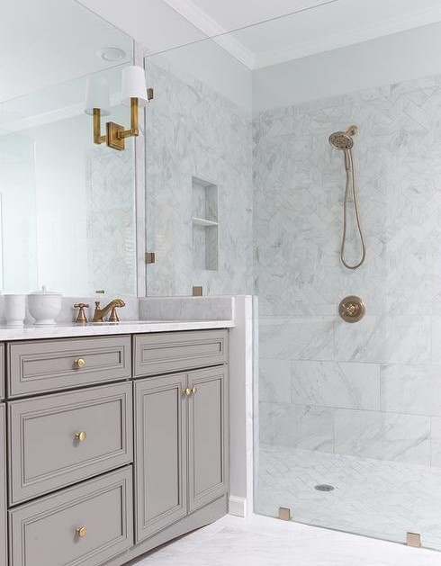 Bathroom trends: Marble monochrome