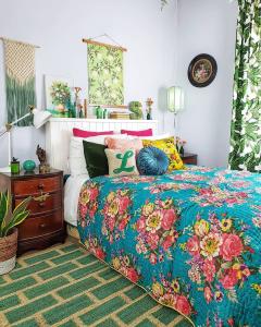 @lorriecos green bedroom