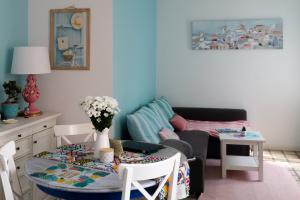 Pink Manises ceramic lamp in my Barcelona living room