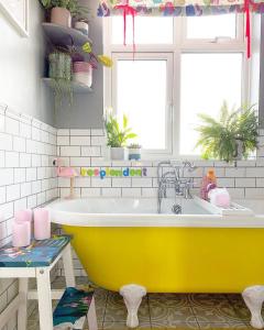 Yellow bath tub